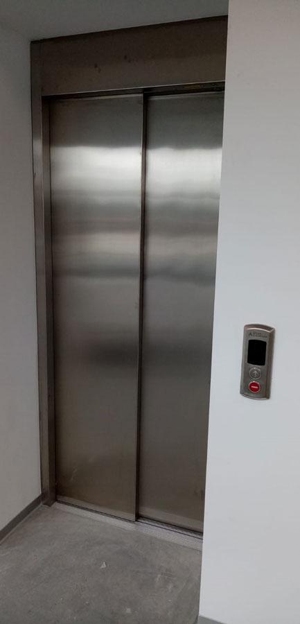 Ascensor pentru cladire de birouri